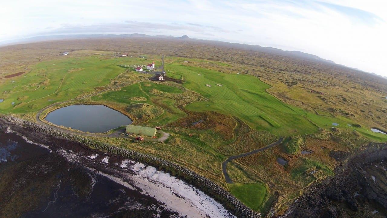 Kálfatjarnarvöllur er aðeins í um 15 mín akstursfjarlægð frá höfuðborgarsvæðinu